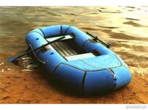 много надувных лодок